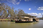 Pride of the Murray in front of MV Mary Ann at Echuca, Victoria