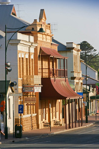 Mannum Institute and street front