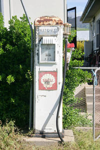 Old petrol pump at Tintaldra, Victoria