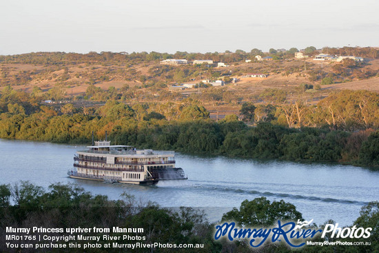 Murray Princess upriver from Mannum