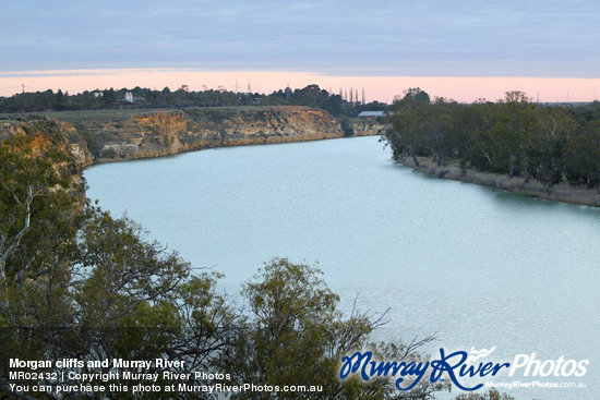 Morgan cliffs and Murray River