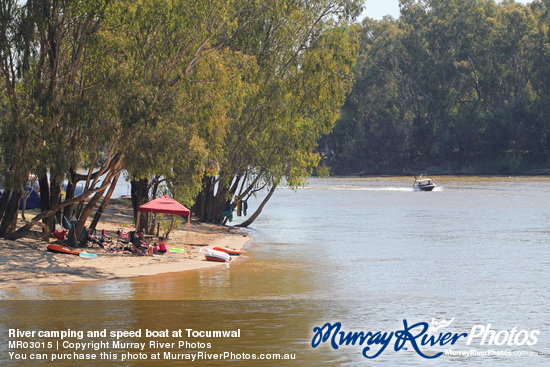 River camping and speed boat at Tocumwal