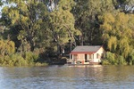 Floating house at Renmark
