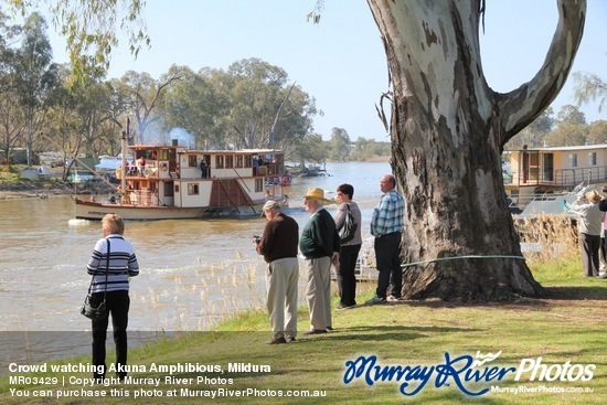 Crowd watching Akuna Amphibious, Mildura