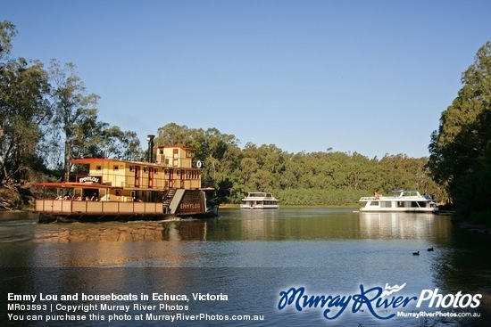 Emmy Lou and houseboats in Echuca, Victoria