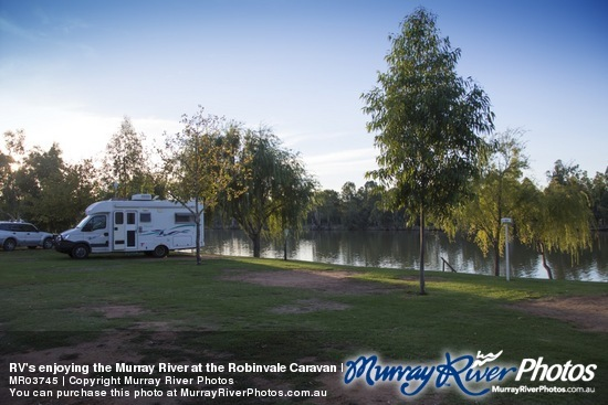 RV's enjoying the Murray River at the Robinvale Caravan Park, Victoria