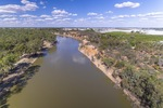 Murray River towards Robinvale down river of Lock 15
