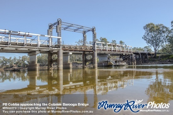 PB Cobba approaching the Cobram Barooga Bridge