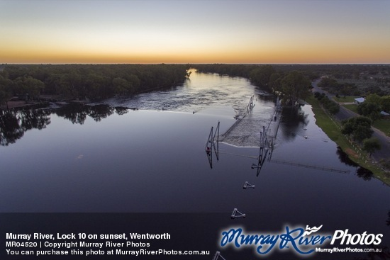 Murray River, Lock 10 on sunset, Wentworth